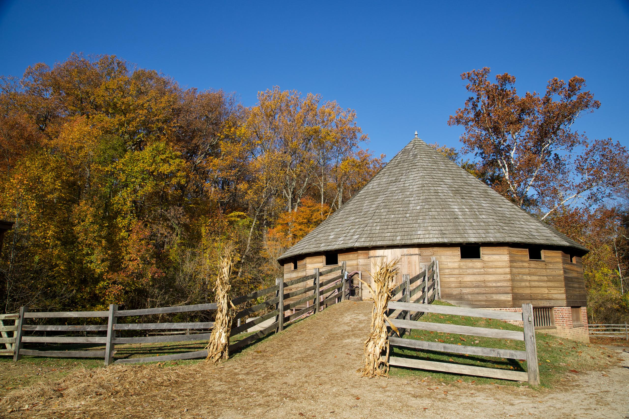 The recreated 16-sided barn at Mount Vernon. - MVLA