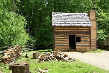 Replica Slave Cabin at Mount Vernon's Pioneer Farm. MVLA.