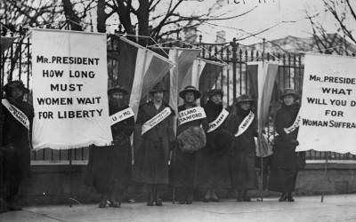 Suffrage protesters picketing the White House, February 1917.