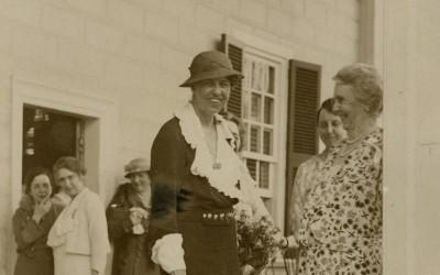 First Lady Eleanor Roosevelt on the piazza at Mount Vernon in May of 1933 with many Vice Regents of the Mount Vernon Ladies' Association. (MVLA).