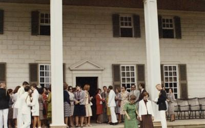 First Lady Rosalynn Carter hosts the wives of Latin American dignitaries on the piazza at Mount Vernon in 1977. (MVLA).