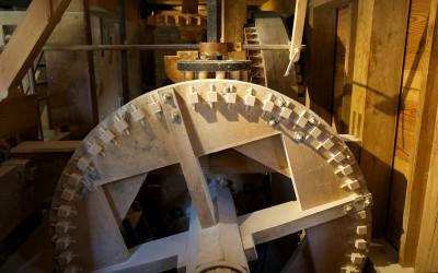 The wooden gears of the gristmill