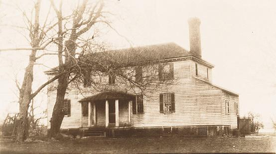 1919 photo of Martha Washington's childhood home, Chestnut Grove. It continued to serve as a residence for 200 years in its original state until it burned down in November 1926 (Wikimedia).