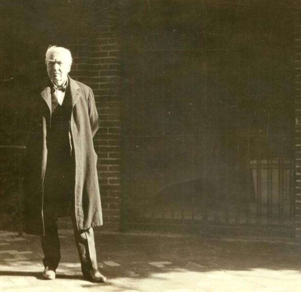 Thomas Edison outside of Washington's tomb, September 19, 1916 (Mount Vernon Ladies' Association)