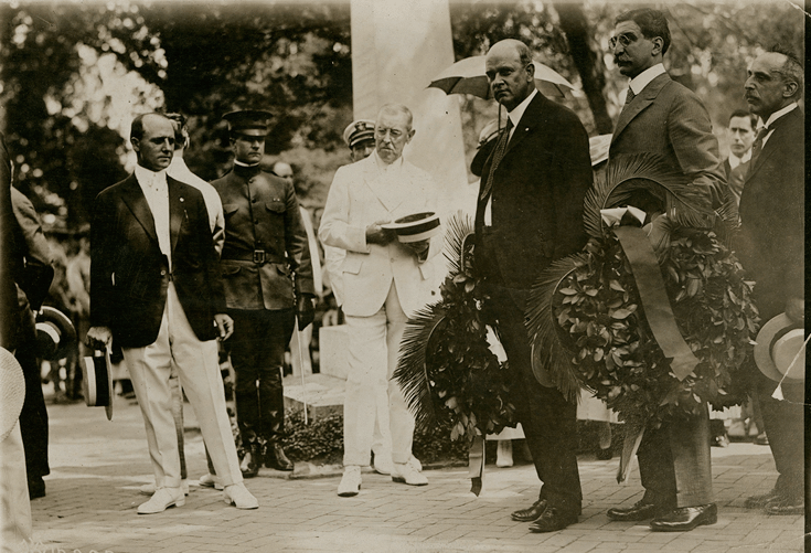 President Woodrow Wilson at the tomb of George Washington